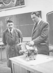 Inspection d'un professeur d'atelier en techno au début des années 60: tous les enseignants inspectés gardent d'André Campa (An. 24) le souvenir d'un maître, celui dont l'autorité fait grandir.