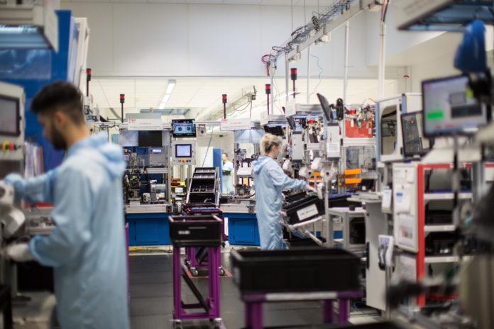 Le personnel d'Auocruise peut outrepasser l'ordre du système d'information qui planifie la production, par exemple pour forcer la fabrication dans le cas d'une ligne approvisionnée