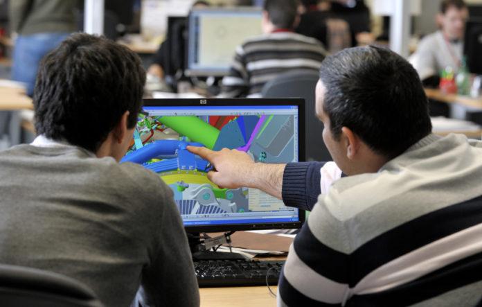 Les recrutements de demain se feront surtout en R&D, pronostique l'Observatoire des métiers de l'air et de l'espace. Ici des ingénieurs se penchent sur la nouvelle génération de turboréacteur Leap au sein du bureau d'études de Safran Aircraft Engines.